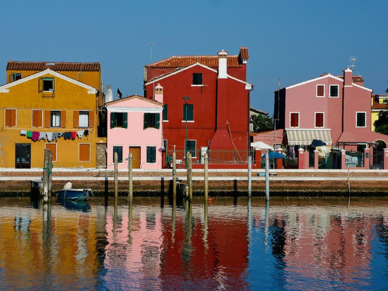 Pellestrina and its colorful houses that overlook the canal