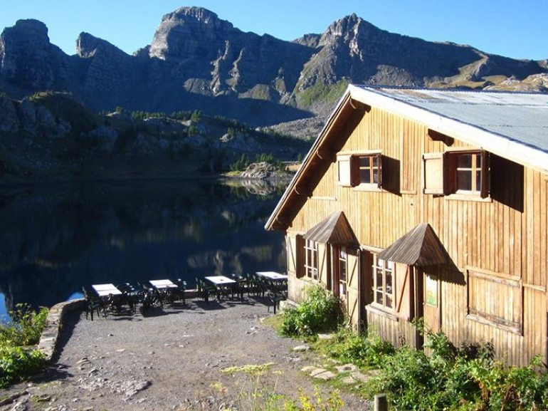 Refuge of Lake Allos, an authentic and rustic mountain refuge.