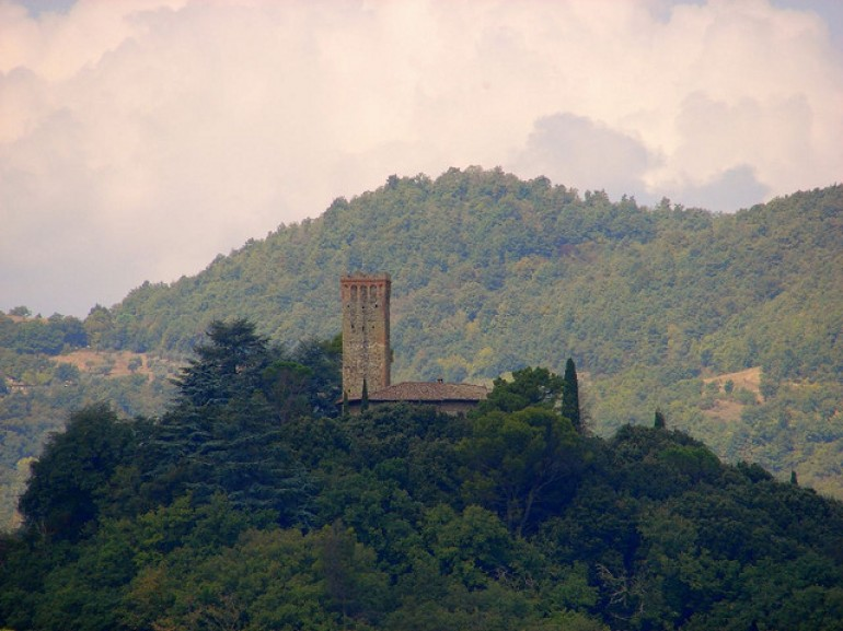 A fortress which dominates the Tevere Valley on the Umbrian side, photo by the fattina via Flickr