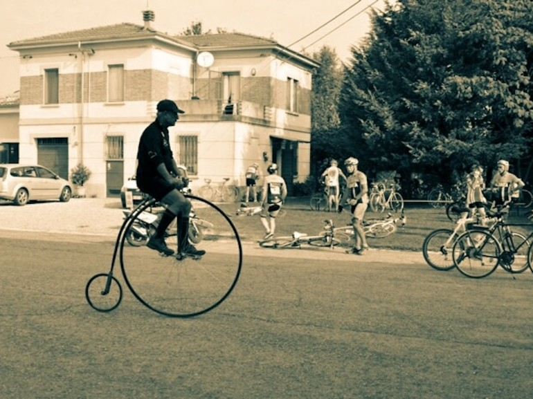 They will be rewarded those who have a bike dating back to before 1987 and those who perform the most original costumes
