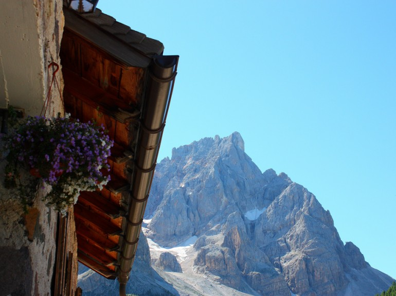 In Trentino you can also choose to sleep in a real hut in the mountains.