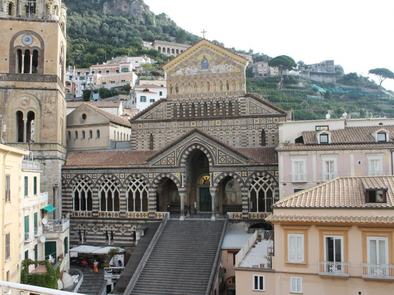 The square of the Cathedral of Amalfi, from here the route on foot to explore the Valle delle Ferriere.