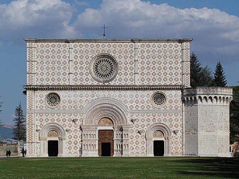Basilica di Santa Maria di Collemaggio, where starts Tratturo Magno. Photo via Wikipedia