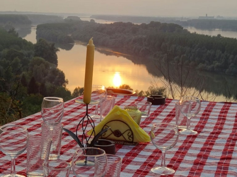 Dinner with a view on the Danube river