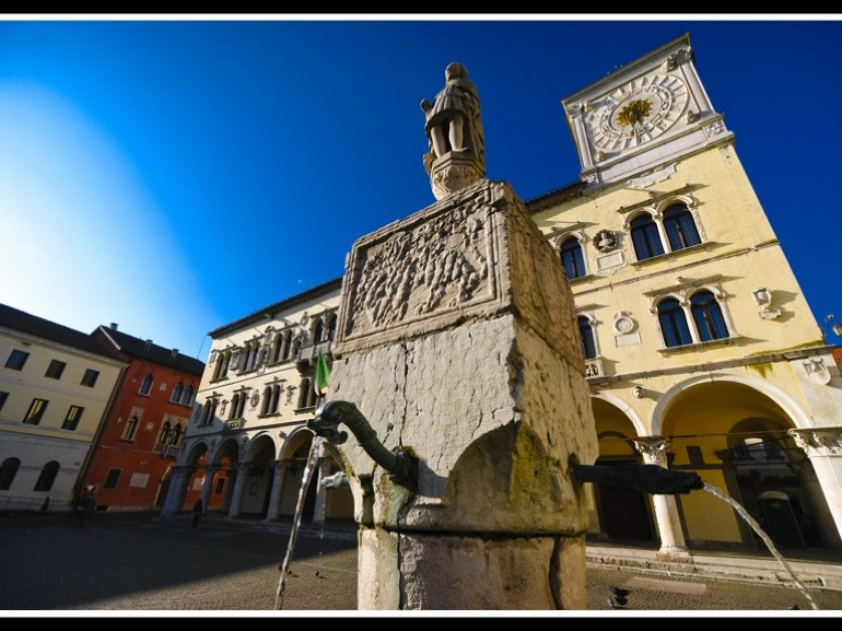Here are the most beautiful architectural monuments of the city: Justice Palace  (called Belluno Palace), old Vescovado (now the headquarters of auditorium), Red Palace (town hall), the Cathedral. Green guide,  Venetp