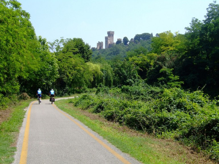 Cycle path Mantua - Peschiera, photo di CasteFoto via Flickr