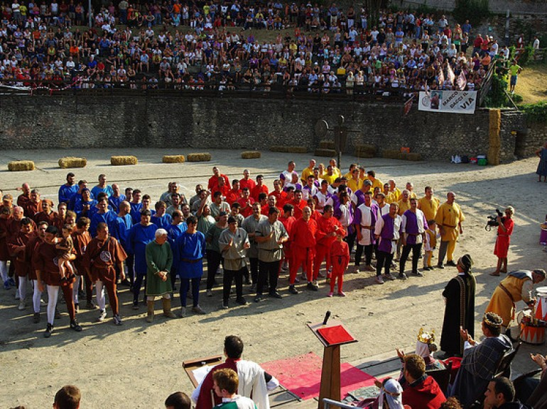 A moment of the Giostra del Sarcino in Arezzo, photo by Arnie-54 via Flickr