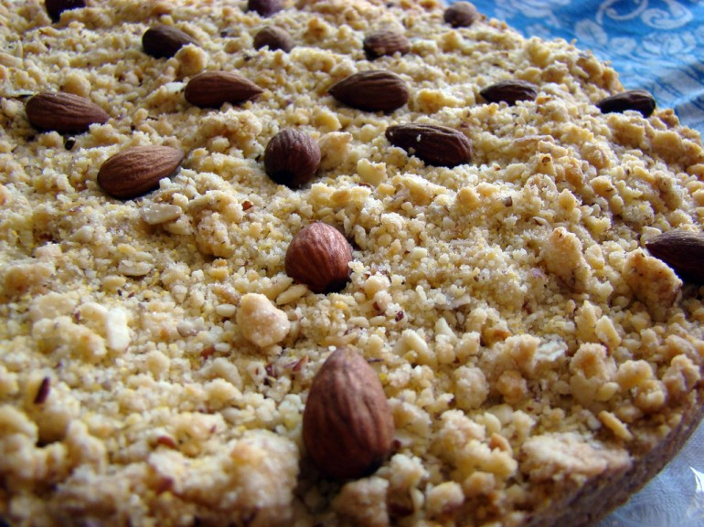 cake with mandels and nuts