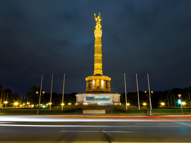 Victory Column at night