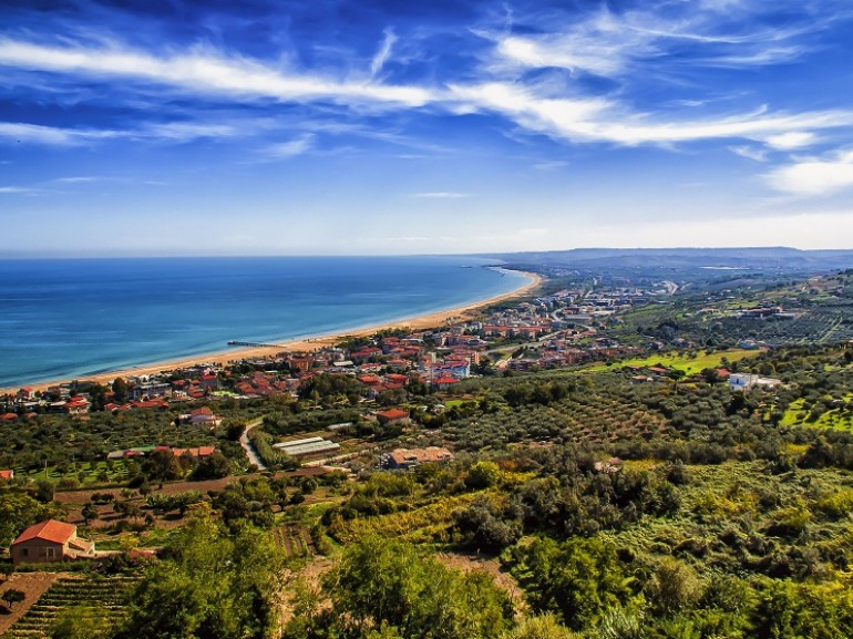 Situated on the edge of the Adriatic coast in a slightly elevated position, Vasto is a city rich in history, with a well preserved center and the crystal clear waters of the area give the possibility, snorkeling and diving, to observe many species of animals and plants. Green guide, Abruzzo