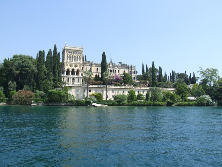 Isola del Garda is a picturesque Gothic-Venetian rock
