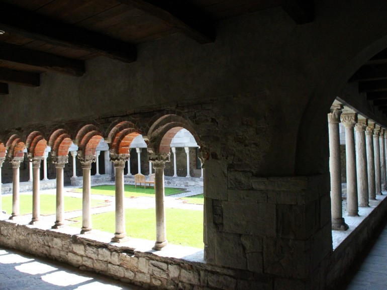 Cloister of Voltorre from the inside