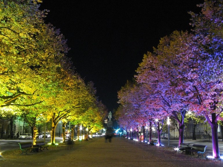 Unter den Linden at night