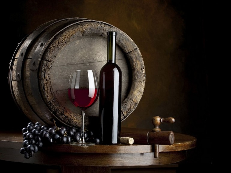 Abruzzo preserves a remarkable wine tradition and its wines are known and appreciated worldwide. Among the wines the best known are the Montepulciano, Trebbiano and Cerasuolo, wines with Designation of Origin. Green guide, Abruzzo