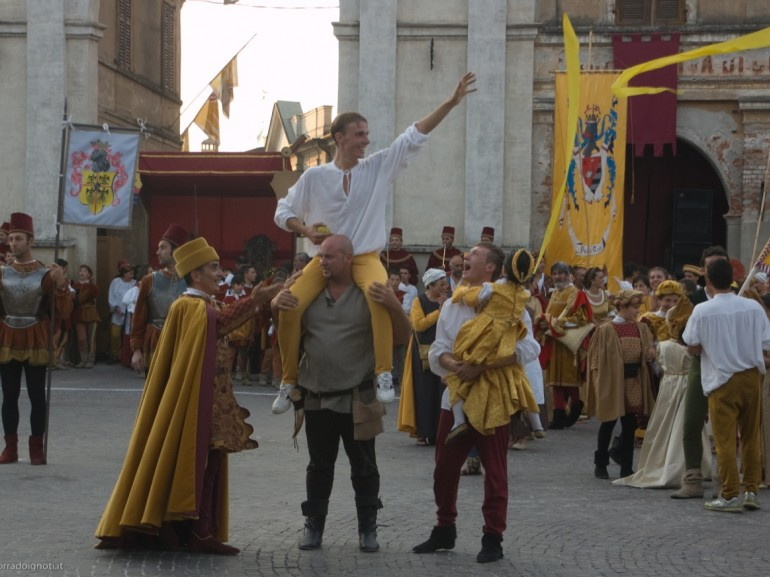 Palio di Isola Dovarese is a historical commemoration